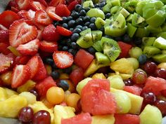 It is a common misconception that in order to have a delicious vegetarian meal, it must take a lot of time and effort to put it together. Listed below are 10 simple and delicious vegetarian food ideas. Fresh Fruit Salad, Fruit Salad Recipes, Fruit Salads, Smoothie Recipes, Fruit Smoothies, Healthy Smoothies, Fruit Juicer, Healthy Toddler Snacks, Vegetarian Recipes