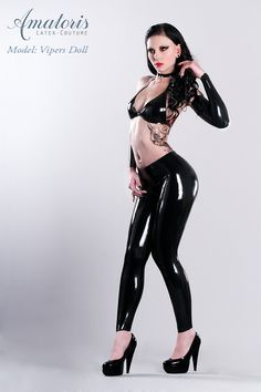 Model/Visa:  Vipers Doll  https://www.facebook.com/VipersDoll      Foto/EBV/Latex-Outfit:  http://www.amatoris.de    https://www.facebook.com/AmatorisLatexCouture