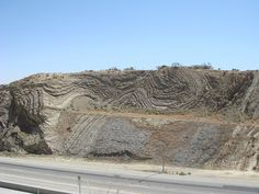 San Andreas Fault @ Palmdale, CA. Always loved driving thru here--the geology on display is AWESOME. Natural Phenomena, Natural Disasters, Earth Science, Science Nature, Palmdale California, San Andreas Fault, San Francisco Earthquake, National Parks, Places To Visit