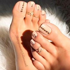 Pedicure naked a rhinestones - # a # Nude # Pédicure - ▷ Nageldesign Galerie 2018 Pretty Toe Nails, Cute Toe Nails, Pretty Toes, Gorgeous Nails, My Nails, Jamberry Nails, Beautiful Toes, Cute Toes, Nude Nails