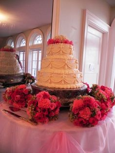 i love the circle of flower bouquets around the cake it gives it such presence.