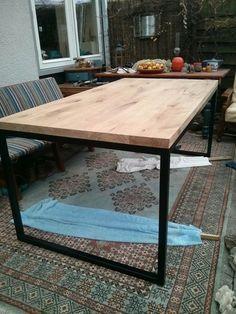 DIY: Metal frame dining room table; steps in pictures, but not in English. eikenhouten tafel met stalen frame - Roomed