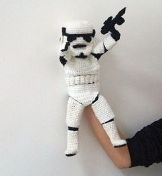 Imperial Stormtrooper Hand Puppet Crochet por stepbystepatterns