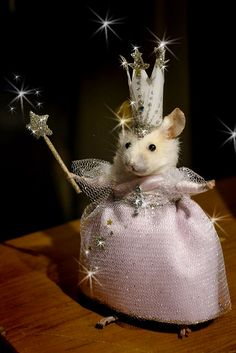 "Taxidermy mouse ""Are you a good witch or a bad witch?"" Glinda the Good Witch of the North by Deni Kendig, Sparrowsongs Cute Animal Memes, Cute Funny Animals, Funny Animal Pictures, Funny Birds, Cute Rats, Cute Hamsters, Maus Illustration, Mood Pics, Cute Little Animals"