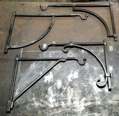 Metal Projects, Welding Projects, Metal Crafts, Metal Plant Hangers, Plant Hanger Bracket, Metal Furniture, Cardboard Furniture, Furniture Design, Cast Iron Set