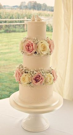 Love how the flower extend beyond the wedding cake