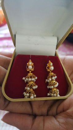 Gold Jewelry Design In India Gold Jhumka Earrings, Jewelry Design Earrings, Gold Earrings Designs, Gold Jewellery Design, Ear Jewelry, Bead Jewellery, Beaded Jewelry, Pearl Earrings, Gold Mangalsutra Designs
