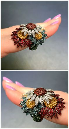 An incredible sunflower ring by Palmerio! Discovered at VicenzaOro. Bridal Ring Sets, Bridal Jewelry Sets, Unique Jewelry, Jewelry Gifts, Jewelery, Jewelry Accessories, Fine Jewelry, Jewelry Design, Glass Jewelry