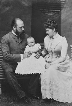 Grand-duc Louis IV de Hesse-Darmstadt, sa fille la princesse Irène et son petit-fils Waldemar de Prusse - 1889