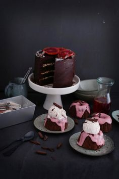 Schokoladentorte mit Blutorangen-Curd und kandierten Blutorangen • Blutorangen-Schokoküchlein mit Guss