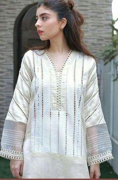 Beautiful Casual Dresses, Stylish Dresses For Girls, Stylish Dress Designs, Neck Designs For Suits, Neckline Designs, Sleeves Designs For Dresses, Pakistani Party Wear Dresses, Pakistani Dress Design, Stylish Dress Book