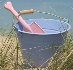 Seaside fun with a bucket & spade makeover using PlastiKote spray paint. We used Twist & Spray Cameo Pink and Baby Blue. Click on the picture to see more great beach project ideas.