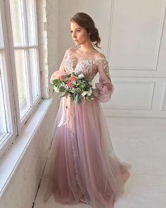 """""""Доброе воскресное утро!  Посмотрите какое чудесное платье.. это Аленсон от Gabbiano. Девочки, давайте сегодня поговорим о свадебных платьях с рукавами. В первую очередь, это отличное решение при проведении торжества в холодное время года. А если хочется придать своему образу утонченности и нежности с помощью длинного рукава, то решение очень простое - выбирайте легкие воздушные ткани.  . #gabbiano #gabbianodress #gabbianostyle #wedding #weddingdress #weddingphotography #goodmorning"""