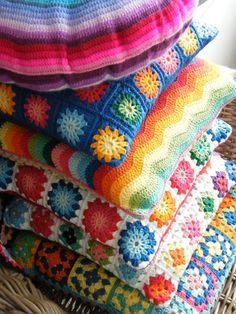 I never thought to make a crochet pillow, what a fun idea! Annie's Place: A cornucopia of colour Diy Crochet Pillow, Crochet Cushions, Knit Pillow, Crochet Home, Love Crochet, Beautiful Crochet, Knit Crochet, Yarn Projects, Crochet Projects