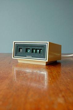 Retro Rolling Flip Style Clock