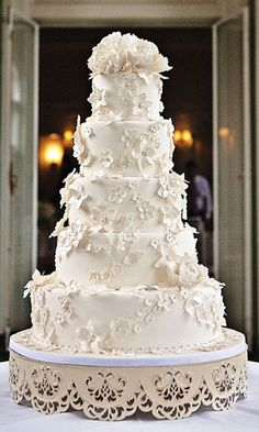 wedding cakes! I love tradition.