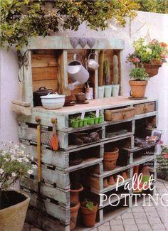 20 CRÉATIONS EN PALETTES POUR VOTRE JARDIN!LAISSEZ-NOUS VOUS INSPIRER... Créations en palettes pour votre jardin! Voici 20 idées créatives... Laissez-nous vous inspirer! Amusez-vous bien et bonne récup! 20 idées pouraménager votre jardin avec...