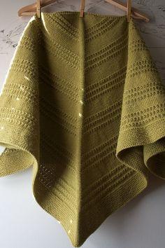 Ravelry: Ridged Triangular Shawl pattern by Leslie Weber