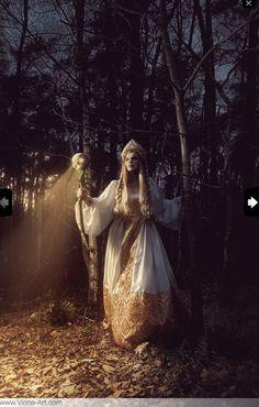 Russian Photographer Captures FairyTale Scenes With REAL Animals - Photographer captures fairytale like portraits women animals