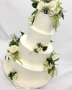 Guess what? This is a #glutenfree cake! Sweet Sister provides vanilla and chocolate cakes with fresh raspberry mousse filling #buttercream icing completely gluten free! #desserts #cakes #wedding #weddingcake #SweetSisters