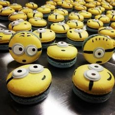 :D Macarons Archives - Paty ShibuyaPaty Shibuya Cute Desserts, Delicious Desserts, Yummy Food, Bolo Minion, Macaron Template, Cookie Recipes, Dessert Recipes, Macaron Flavors, Macaroon Cookies