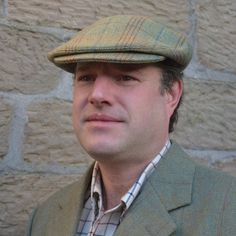 Hunters Tweed Helmsdale Cap In Eribole Tweed Cap with a rounded shape two bevels and no back darts with larger peak Finished in the traditional way