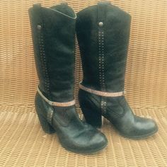 Gypsy boots✌️ Size 8.5. Gianni Bini (vintage) These boots are unbelievable!! Black genuine leather VINTAGE & in great condition. (A little bedazzle, added by me) Gianni Bini brand. Size 8.5. Cute with dresses & jeans! Very comfortable. Gianni Bini Shoes Heeled Boots