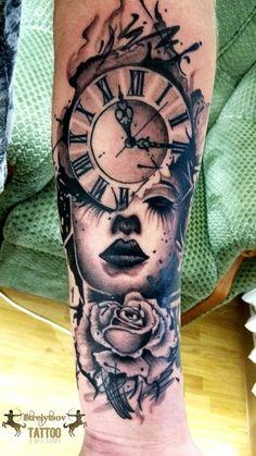 Realism, clock, rose.