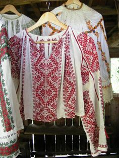 Traditional Romanian blouse (IIE) by Iia Calatoare Folk Costume, Costumes, Folk Clothing, Folk Embroidery, Embroidered Blouse, Romania, Kimono Top, Spring Summer, One Piece