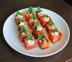 These Watermelon Feta Bites make a delicious afternoon snack or a yummy party appetizer! Popular Appetizers, Healthy Appetizers, Appetizers For Party, Healthy Snacks, Potluck Recipes, Appetizer Recipes, Cooking Recipes, Recipes Dinner, Keto Recipes