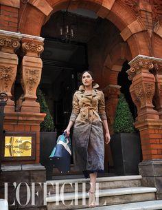 London Calling: Chompoo Araya in Burberry for L'Officiel Thailand January 2015 This is a gorgeous coat! Chompoo Araya, Fur Fashion, Street Fashion, Royal Engagement, Burberry Prorsum, London Calling, British Style, Movie Stars, Editorial Fashion