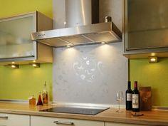 Küchenrückwand einbauen glanzvoll raffiniert