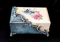 Oksana's wall photos - Photography, Landscape photography, Photography tips Decoupage Vintage, Decoupage Art, Shabby Chic Boxes, Cigar Box Crafts, Altered Cigar Boxes, Painted Jewelry Boxes, Diy Box, Diy Christmas Gifts, Trinket Boxes