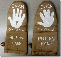 Sonshine Classical Academy: Handprint Oven Mitts - perfect handmade DIY Mothers Day gift