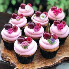 """5,140 Likes, 22 Comments - Decor&Festa • Mari Mangione (@decorefesta) on Instagram: """"Cupcakes lindos que o @blogueirofesteiro postou! Eu amei!! . Via @blogueirofesteiro Flowers…"""""""
