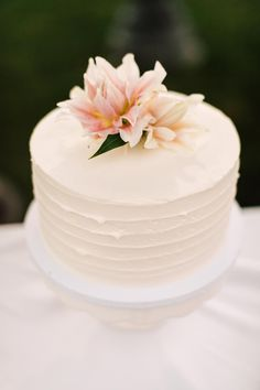 single tier wedding cake with tropical flower