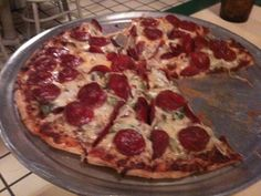 El Fredo Pizza - W off Hamilton New York Pizza, Vegetarian Pizza, Restaurant Reservations, Ny Usa, Fine Dining, Free Food, Bleecker Street, Meals, Pizza
