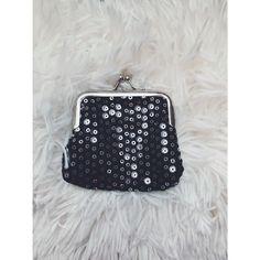 Moje Flitrovaná černá peněženka  od Butik! Velikost  za100 Kč. Mrkni na to: http://www.vinted.cz/damske-tasky-a-batohy/penezenky/17135076-flitrovana-cerna-penezenka.