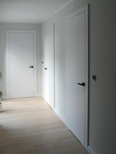 (Notitle) Modern interior doors White interior doors Fixed bedroom doors 20181223 2 . - French interior design Get inspired by our beautiful front door designs .French interior design Get inspired by our beautiful front Metal Doors Exterior, Minimalist Interior, Interior, Mid Century Modern Door, White Interior Doors, Doors Interior, Scandinavian Doors, Wood Doors Interior, Doors Interior Modern
