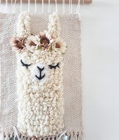 L size *llama sleepy eyes wallhanging woven wall decor nursery kidsroom Embroidery Stitches, Embroidery Patterns, Hand Embroidery, Loom Weaving, Tapestry Weaving, Couture Main, Weaving Wall Hanging, Punch Needle Patterns, Weaving Projects
