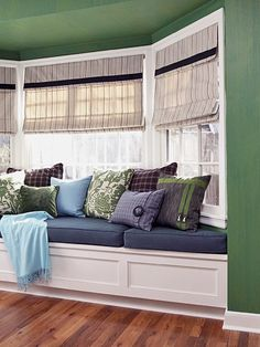 Bay Window Ideas - Surf photos of living space bay window. Find ideas and ideas for living room bay window to contribute to your own home. Window Seat Cushions, Window Benches, Window Seats, Room Window, Window Curtains, My Living Room, Home And Living, Living Room Decor, Breakfast Nook Table