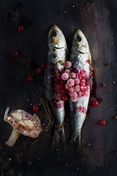 sardines with grapes and garlic \ http://www.mylittlefabric.com/les-sardines/