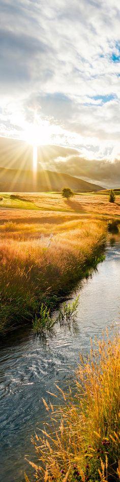 Puesta de sol en campos de Queentown, Nueva Zelanda