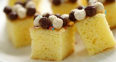 Cubetti di torta ai cereali e miele