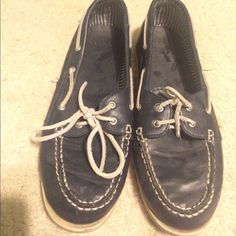 "Navy blue  spery ""lookalike"" size 10 Navy blue spery lookalike size 10 one shoelace short worn a few times great condition Shoes Flats & Loafers"