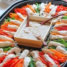 イベント続きでなにかと多忙を極めるお母さんたちにおすすめなのが、ホットプレートを使った家族だんらんレシピ!喜ばれる上、みんなで作ったり取り分けたりできるから楽ちん!しかもパーティー感も演出できるので、ぜひ上手に活用してくださいね! Candida Yeast Infection, Diet Recipes, Cooking Recipes, Eat To Live, Cafe Food, Japanese Food, Pasta Salad, Food And Drink, Vegetarian