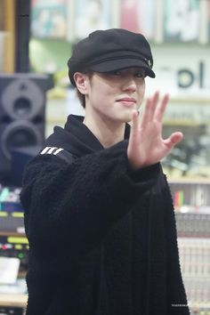 180305 Yugyeom Kiss The Radio cr: Kim Yugyeom, Got7, My Love, Fitness, Kiss, A Kiss, Kiss Me, Keep Fit, Health Fitness