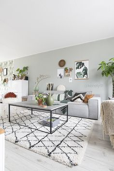 Get The Look: 10 ways to style a tan leather sofa. Creative interior design and home decor tips on styling leather sofas Interior Design Living Room, Living Room Designs, Living Room Decor, Bedroom Decor, Tan Leather Sofas, Sofa Home, Living Room Inspiration, Home Fashion, Apartment Living