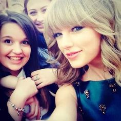 Taylor and her fans - 2013 Teen Awards - London - October 03, 2013 - Taylor Swift Photo (36123323) - Fanpop
