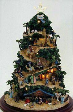 Un villaggio nel tuo albero di Natale. Date un'cocchiata a questi spettacolari alberi di Natale dove sono stati creati dei piccoli villaggi che faranno di..